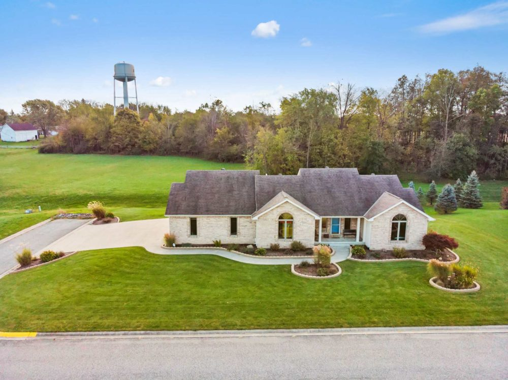 Featured image for 209 Orchard Valley, Avilla, IN 46710 Tour