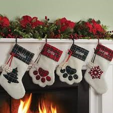 Featured image for Decorating Your Mantel for the Holidays