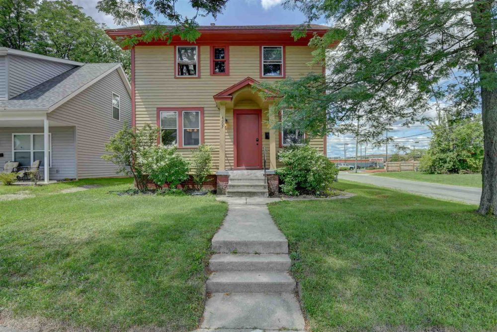 Featured image for Fort Wayne Homes for Sale: 4002 Avondale Drive, Fort Wayne, IN 46806