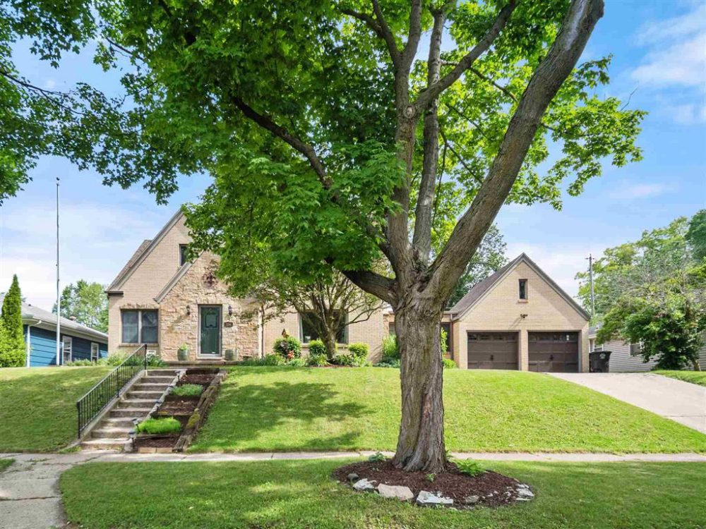 Featured image for Fort Wayne Homes for Sale: 1144 W Branning Avenue, Fort Wayne, IN 46807
