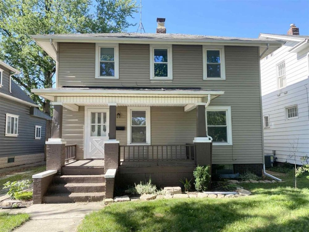 Featured image for Fort Wayne Homes for Sale: 1625 Edgewater Avenue, Fort Wayne, IN 46805
