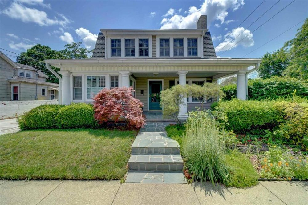 Featured image for Fort Wayne REALTOR®: 119 W 11th Street, Auburn, IN 46706
