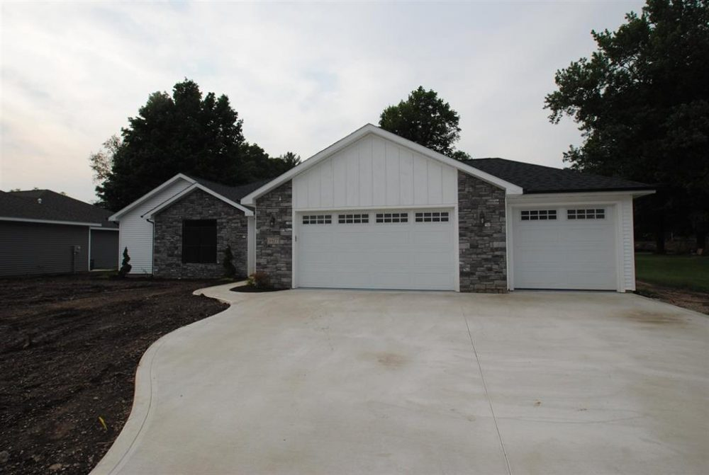 Featured image for Fort Wayne REALTOR®: 9817 Manning Street, Leo, IN 46765
